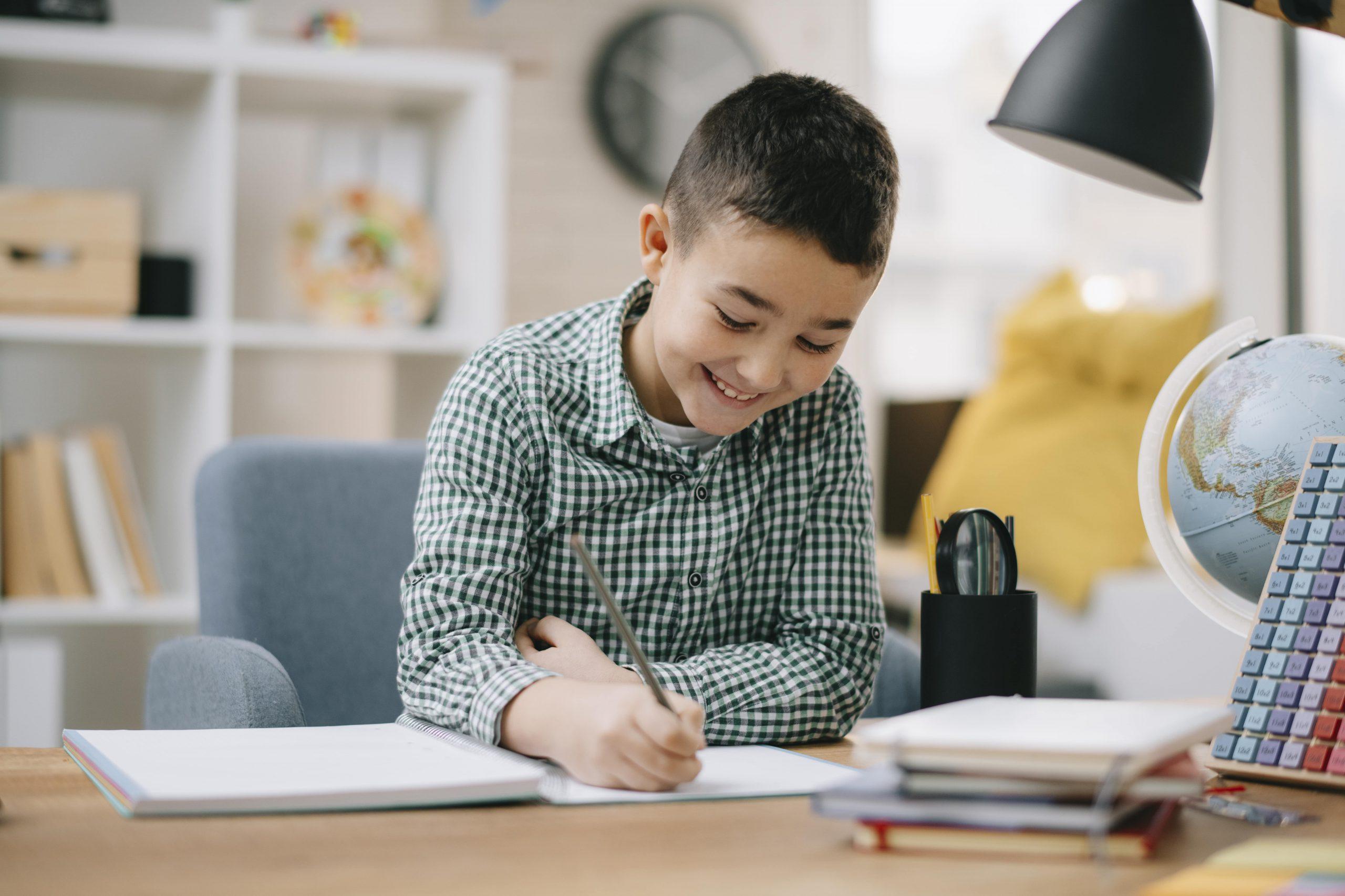 Jak urządzić biurko dla ucznia?