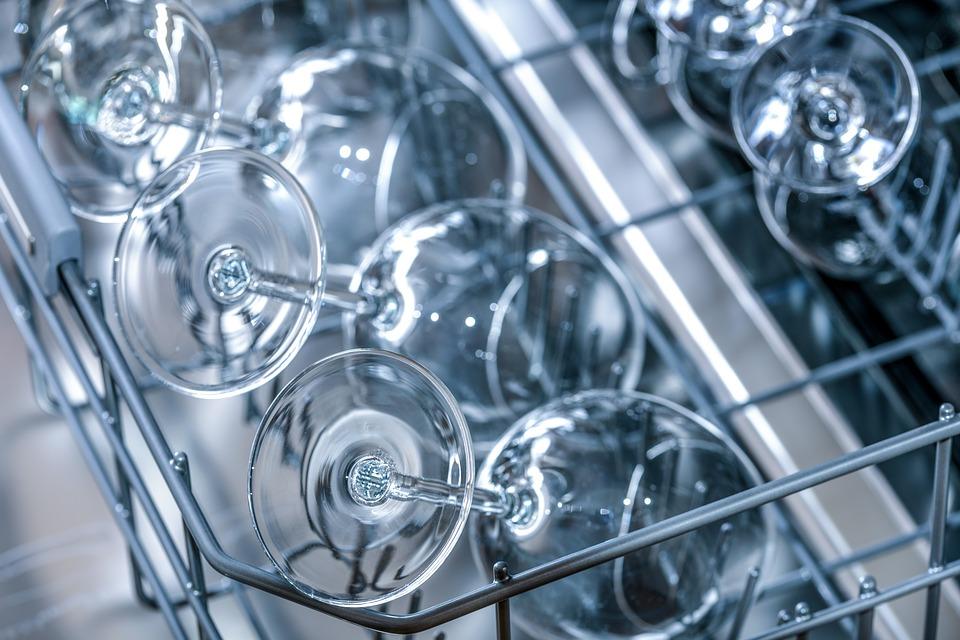 Preparaty specjalistyczne sposobem na lśniące sprzęty czy powierzchnie