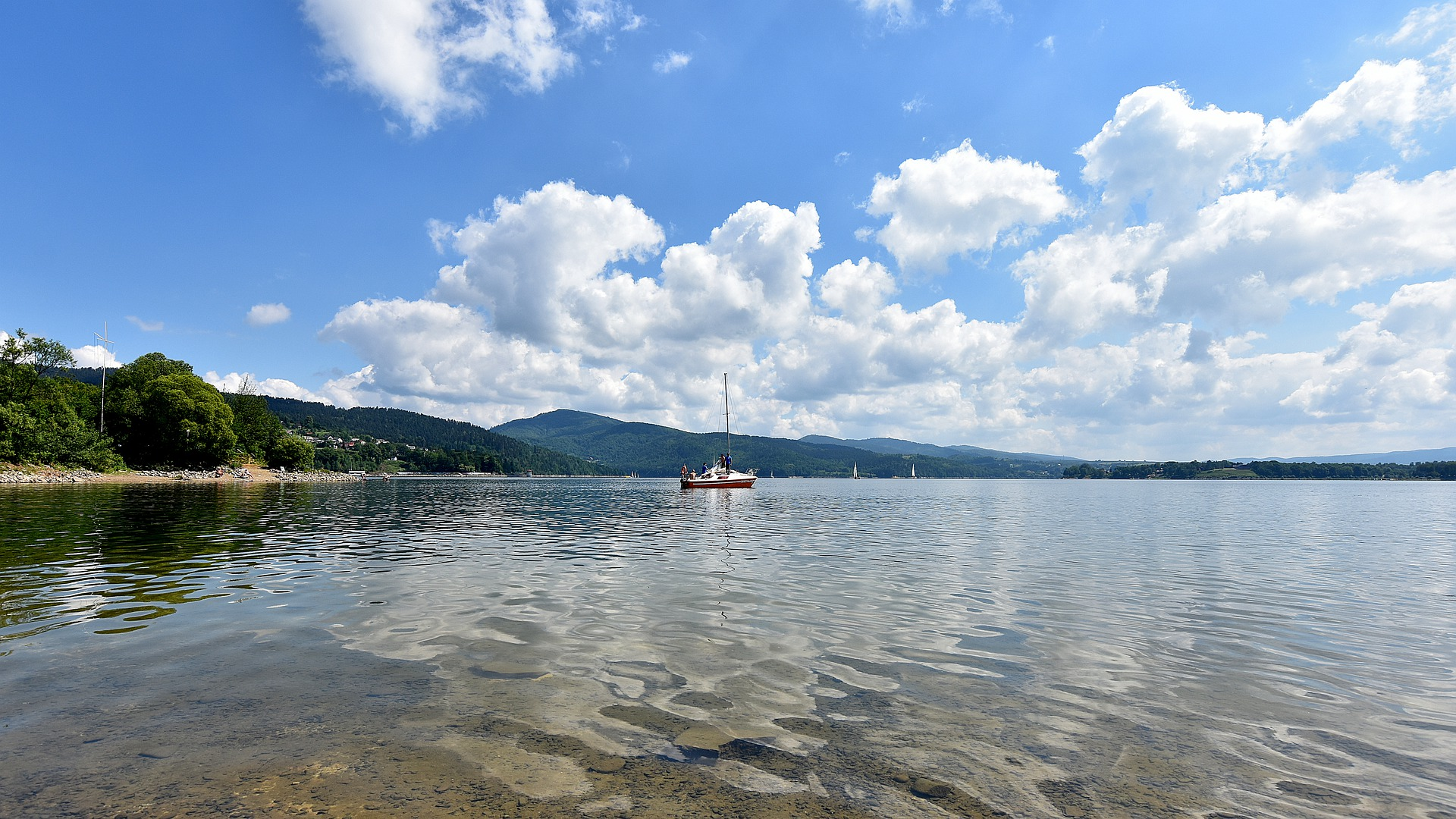 Czy jezioro żywieckie to atrakcyjne miejsce na wypoczynek?